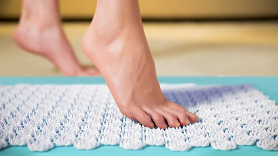 acupressure mat benefits and two to try