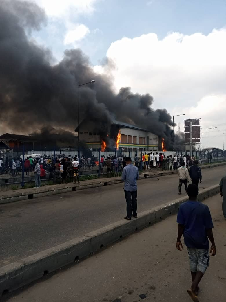 Thugs Set Police Station on fire In Orile Lagos State (Photos/Videos) 2