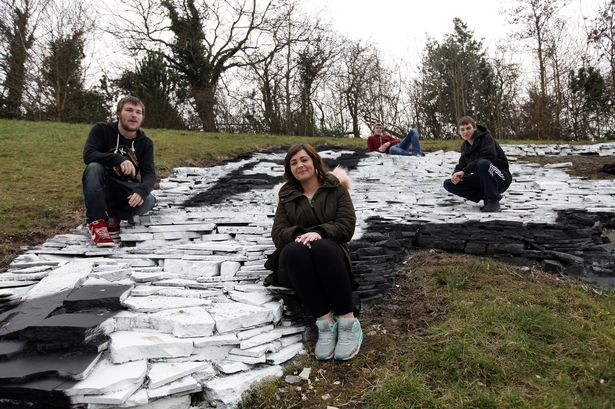 The Badger rockery artwork on the hill at Prudhoe has had a make over done over the half term holidays by young volunteers from the Princes Trust