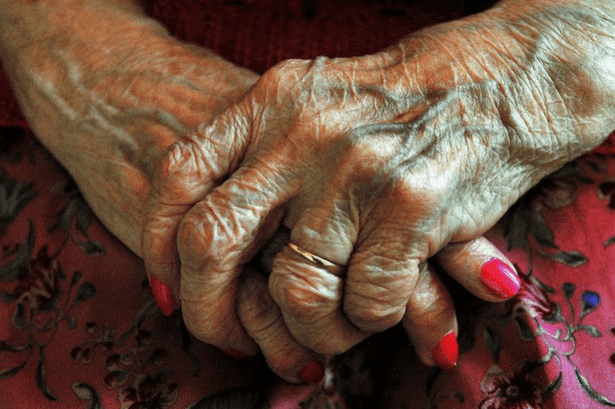 Callous thieves snatch 99-YEAR-OLD WOMAN'S purse old peoplePNG