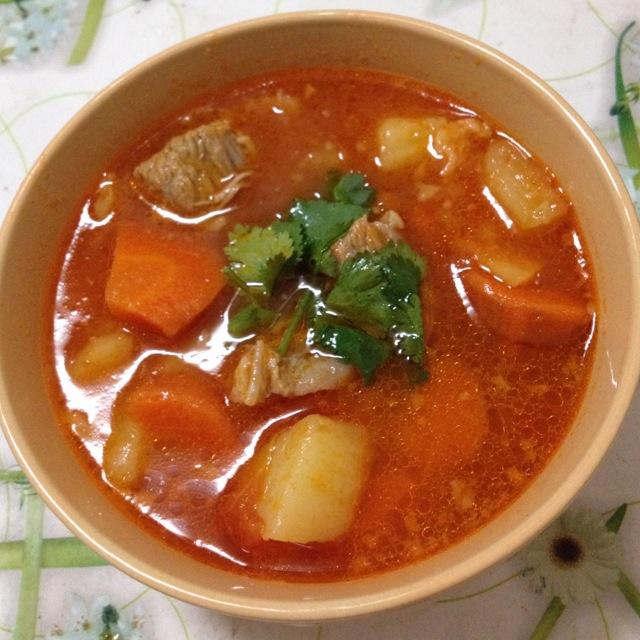 番茄牛腩煲的做法_【圖解】番茄牛腩煲怎么做如何做好吃_番茄牛腩煲家常做法大全_MOMO哚_豆果美食