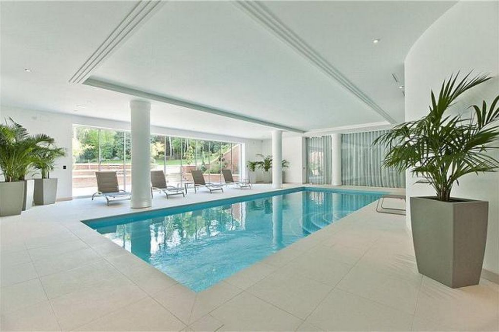 Dream Home: Luxurious Modern Mansion In St George's Hill