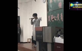 班上模仿薛之谦最像的同学,全班女生都尖叫。UP主:我是福建吴彦祖。