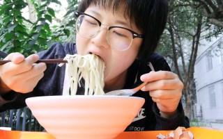 武大食堂吃播36 六点多爬起来嗦一盆肉丸火腿鹌鹑蛋木耳三鲜面 爽!