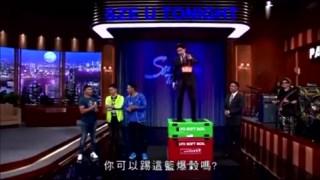 """托尼贾表演""""凌空飞踢"""", 在旁的吴京和任达华_ 这才是真材实料!"""