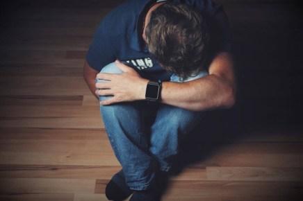 homme-deprime الاكتئاب لدى الرجل .. الأسباب والأعراض المزيد
