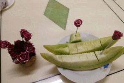 哈密瓜怎麼切好看圖解 哈密瓜的切法與擺盤 - 每日頭條