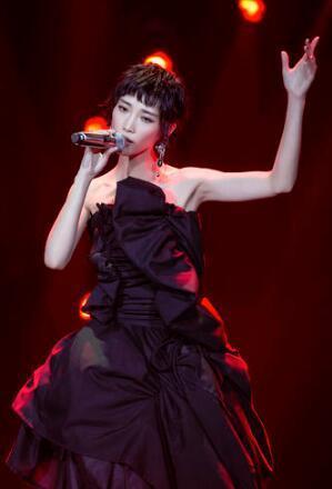 《歌手》華晨宇為蘇詩丁抽籤 華晨宇和蘇詩丁是什麼關係 - 每日頭條
