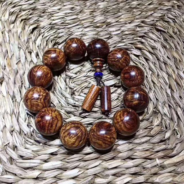 黃花梨手串 底色乾淨 木質穩定 整料製作無瑕疵 水波帶鳳尾紋 - 每日頭條