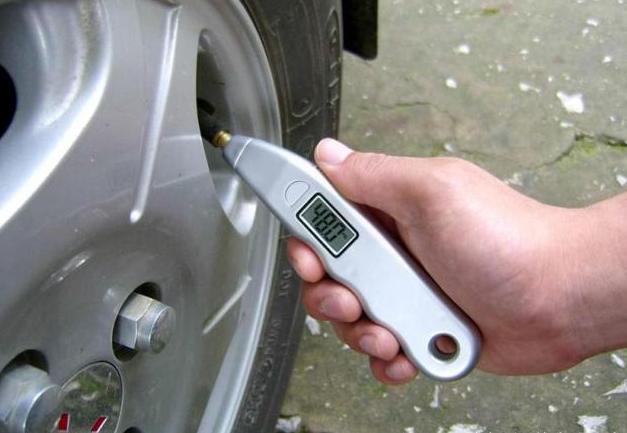 為啥汽車前後輪的胎壓會不同?多少才正常 - 每日頭條