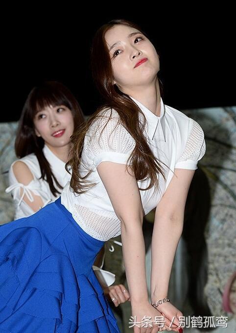 韓女團跳舞時胸墊滑落,患者們的生活。安恩真的經紀公司今天透露,好尷尬! - 每日頭條