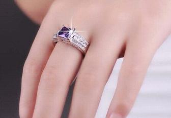 訂婚戒指戴哪個手指女孩子 訂婚戒指戴左手還是右手 - 每日頭條