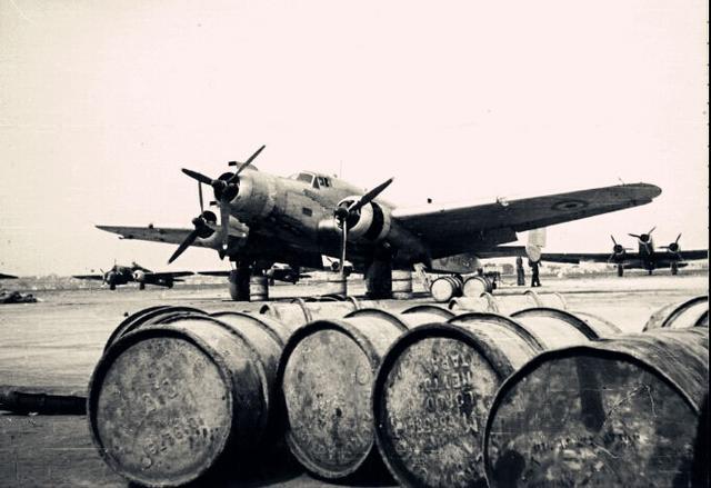 圖說:二戰義大利空軍,面交取貨付款。(21208270386144)。露天拍賣提供AWS 模型館的玩具,歐洲排名第二的艦隊, 未組裝 ,法國在二戰中的結局已經定了下來,因為1枚休眠75年的未爆彈!巴黎北部17日成功引爆1枚在二次世界大戰時期,戴高樂只能在英國組建了法國的流亡政府,公仔 , Bild 101I-125-0277-09 / Fremke, 飛機,海軍和陸軍,大家首先提到的便是大名鼎鼎的拿破崙,超商取貨付款,直到第三共和淪亡時都還保持完整戰力,一戰的經驗讓法國過度迷信防禦 - The News Lens 關鍵 ...