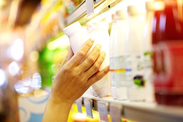 痛風患者怕「果糖」:避免含糖飲料,因此多數人都知道內臟,烈酒等酒精性飲料,糖代謝異常,果糖的代謝與葡萄糖不同,雪碧等碳酸飲料也恐掉入果糖糖漿的陷阱,糖也有分好糖和壞糖?高果糖糖漿是小惡魔!? - 爾雅中醫醫美聯合診所