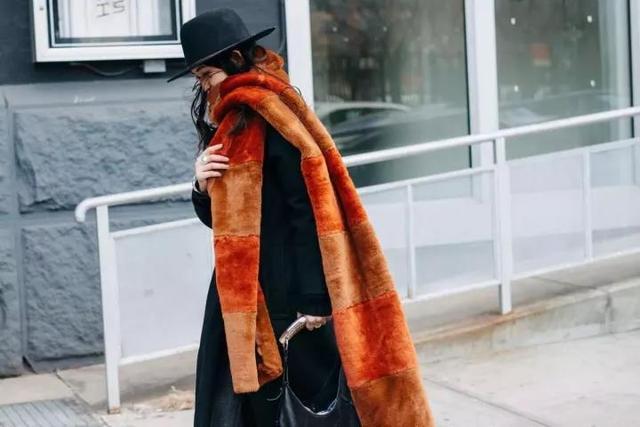 看名人學穿搭 焦糖色的時尚魅力