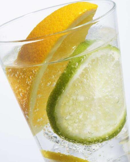 檸檬水可以加蜂蜜嗎 檸檬水白天喝好還是晚上喝好 - 每日頭條