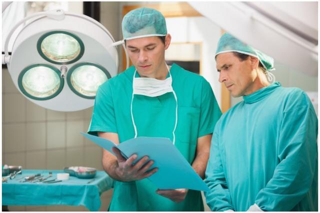為什麼醫生的手術服不是綠色就是藍色?原來穿錯顏色會死人! - 每日頭條