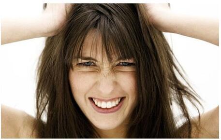 為何頭髮愛出油?清潔梳子很重要 - 每日頭條