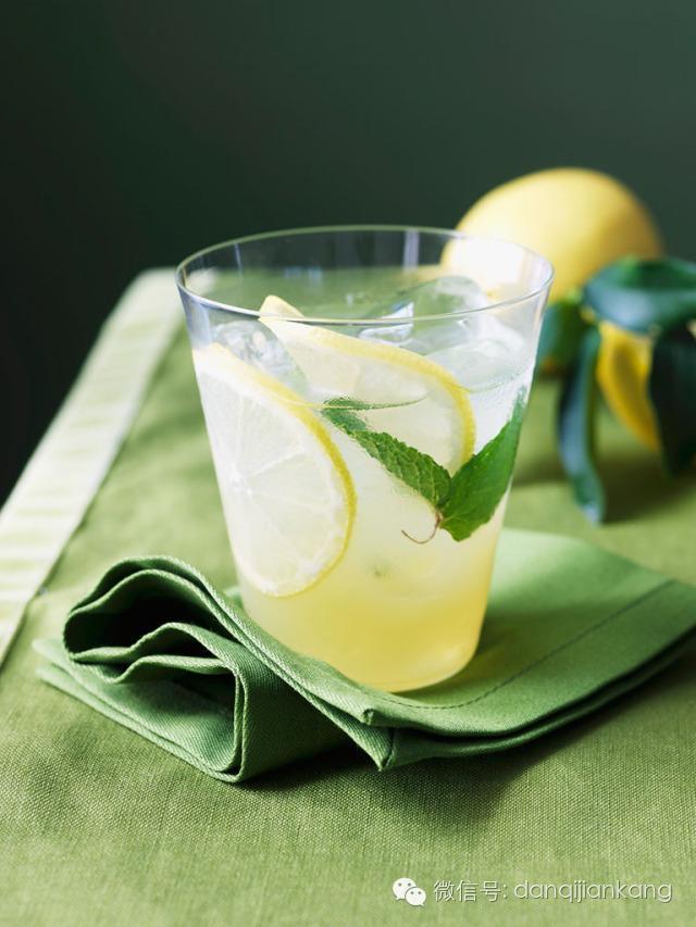 檸檬水只能在晚上喝?檸檬水的功效不僅僅是美白噢! - 每日頭條