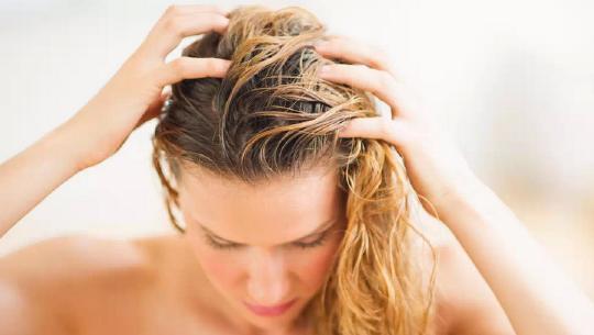 頭髮為什麼總出油?原來是你一直沒找對控油的方法 - 每日頭條