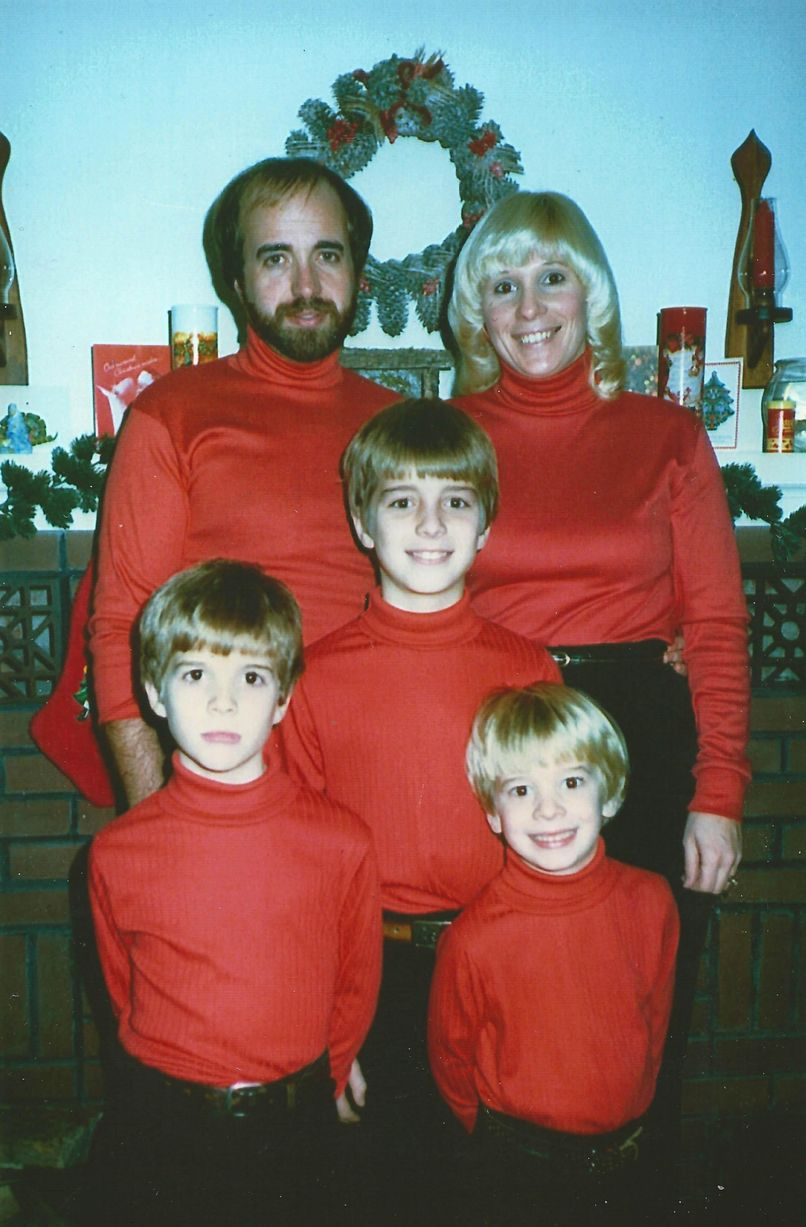 These Christmas family photos are the most awkward youll