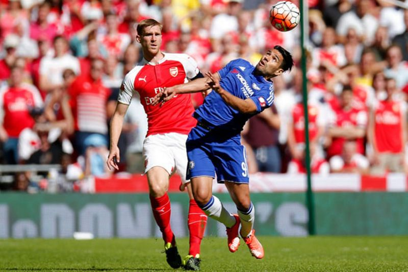 Radamel Falcao attempts to head the ball