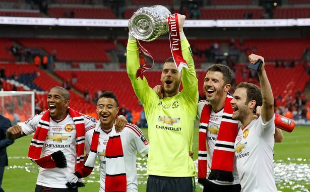 Manchester United's David De Gea celebrates winning the FA Cup with Ashley Young, Jesse Lingard, Michael Carrick and Juan Mata