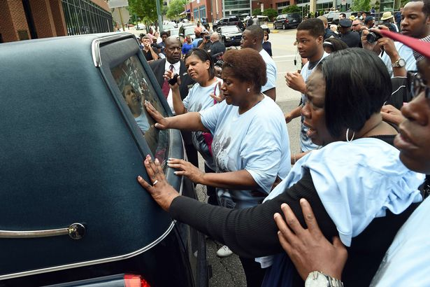 Blues musician B.B. King's daughters Karen Williams (C) and Patty King (R) cry touching a hearse carrying the remains their father
