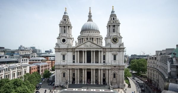 Panic as St Paul's Cathedral area evacuated and roads ...