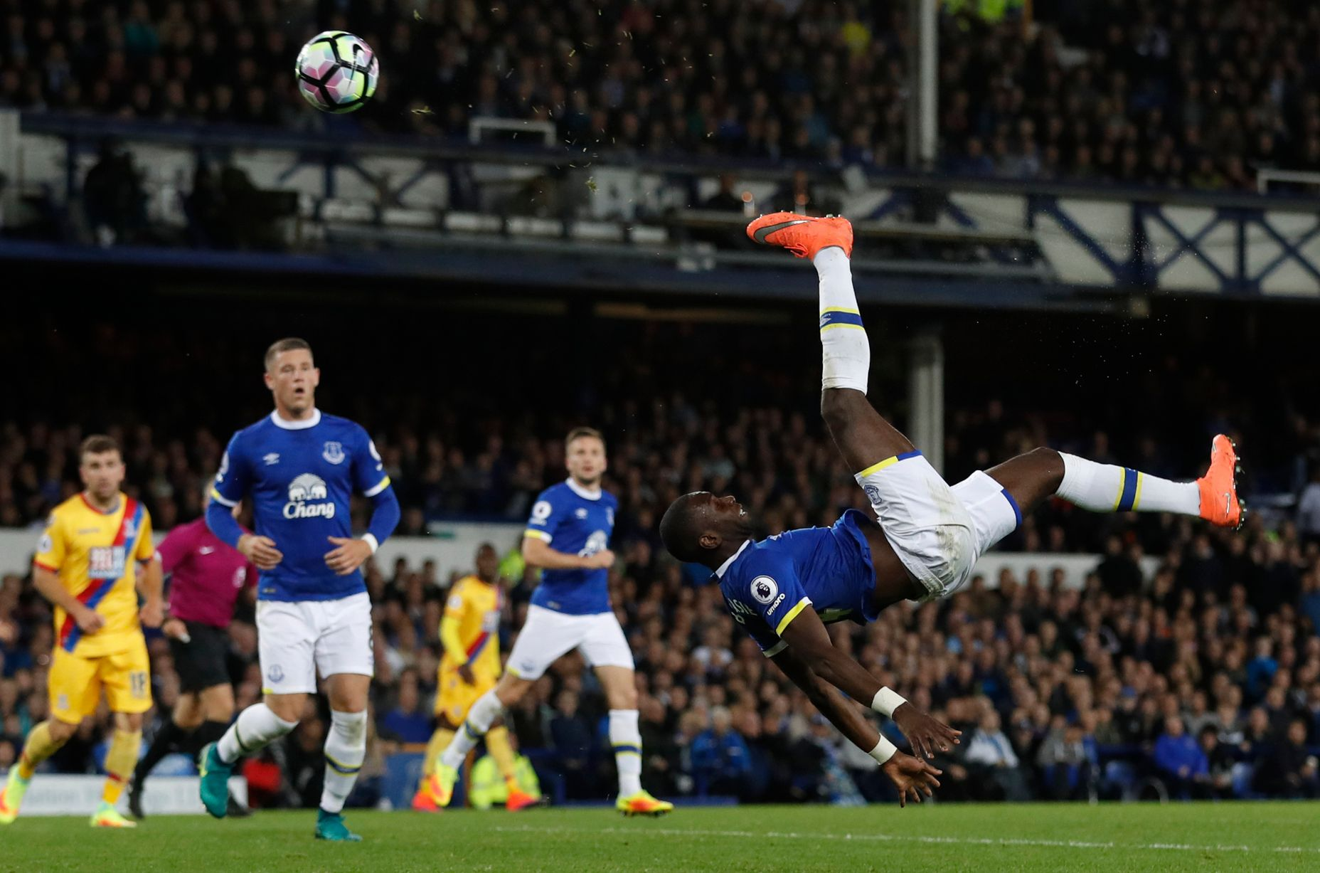 Yannick Bolasie with an overhead kick