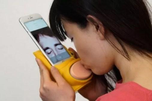 Kissinger Virtual Kissing Machine