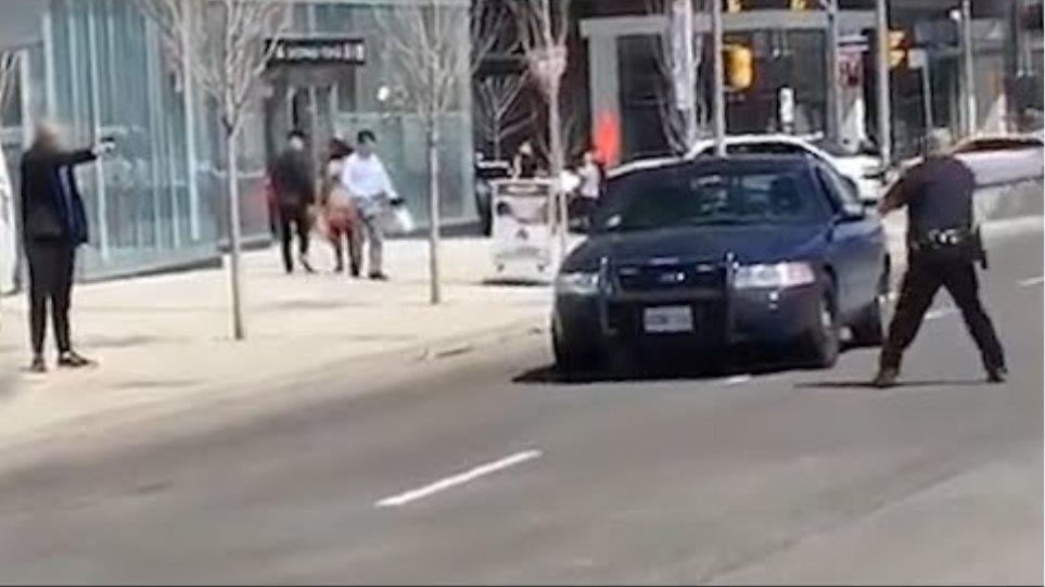 Toronto police officer single-handedly arrests van driver suspect