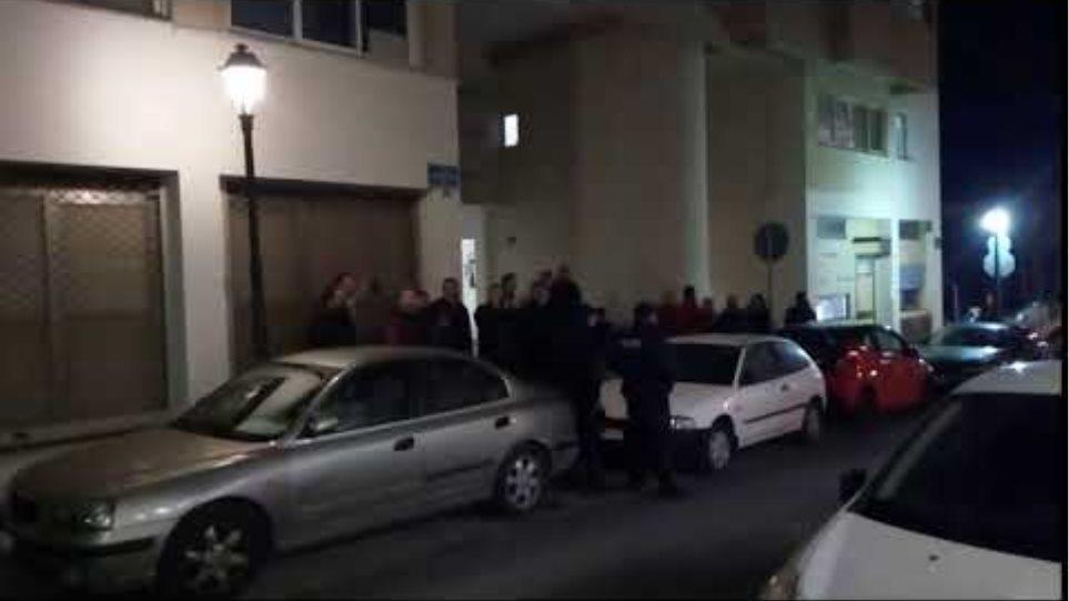 Έξω διαμαρτυρία για τη Μακεδονία ... μέσα ο Τζανακόπουλος