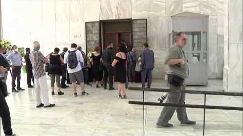 LIVE: H κηδεία του Τόλη Βοσκόπουλος - Πρώτο ΘΕΜΑ