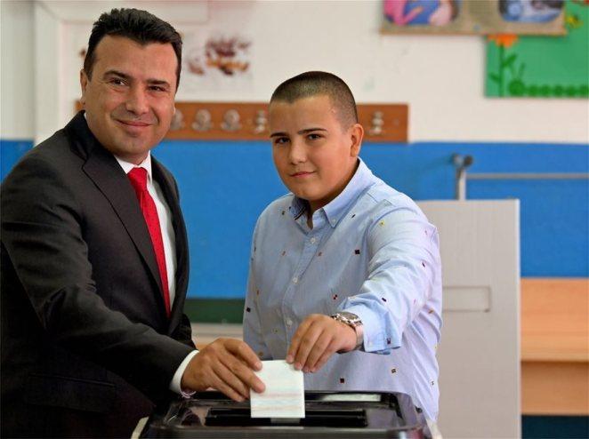 zaev_son_dusko_referendum