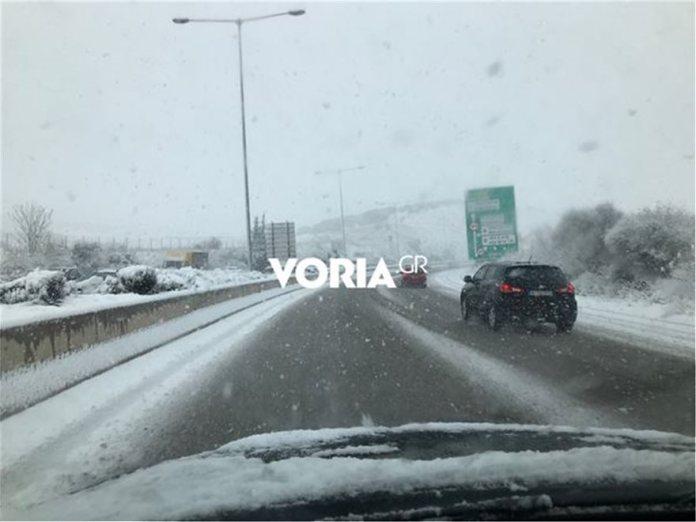 69b6fd552f8c Σοβαρά προβλήματα από την επέλαση του χιονιά - Κλειστοί δρόμοι και ...