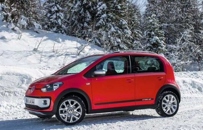 As diferenças do cross up! são basicamente estéticas, com novos para-choques, rodas de liga-leve exclusivas e suspensão elevada — a Volkswagen não divulgou...