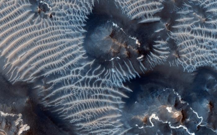 Nasa registra dunas formadas de ferro em Marte