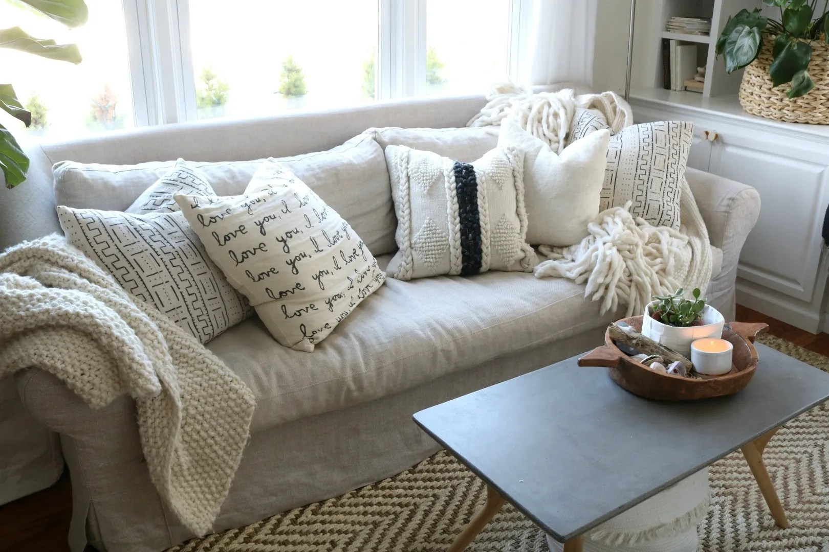 to mix color and patterns with pillows