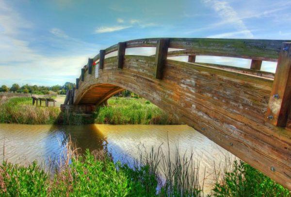 Деревянный мост через речку - Картинки на рабочий стол