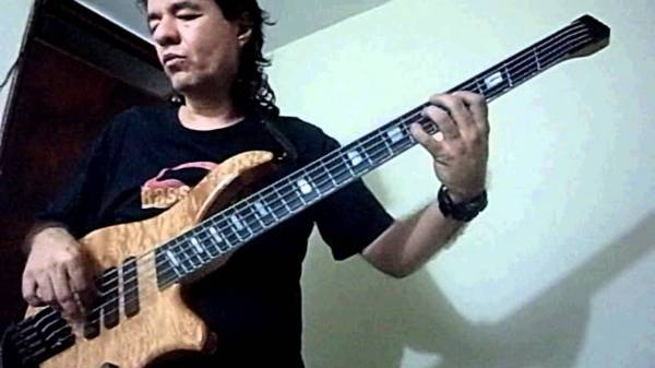 (LATIN - SALSA) My version of the bass line for Gilberto ...