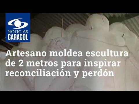 Artesano paisa está moldeando una escultura de 2 metros y espera que el papa Francisco la vea