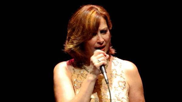 Linda Eder - 2012-06-14 Someone Like You into Rolling in ...