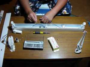 Converting A Fluorescent Light To 12v DC! (Solar Panel
