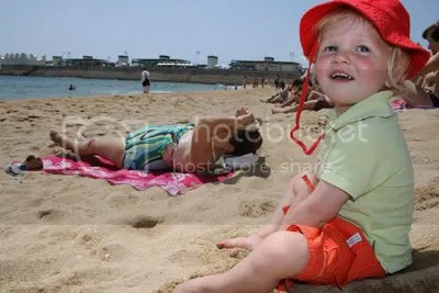 Fien op het strand van Barcalona