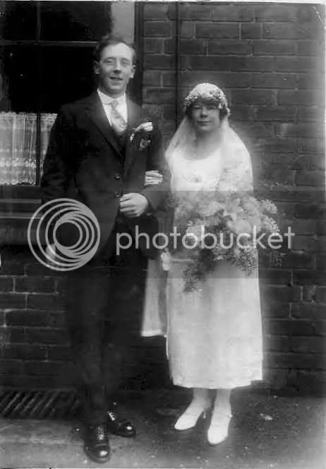 Old Wedding Picture (una tal mary braithwaite)