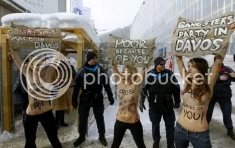 Femen topless