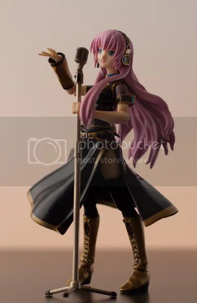 figma Luka with her microphone