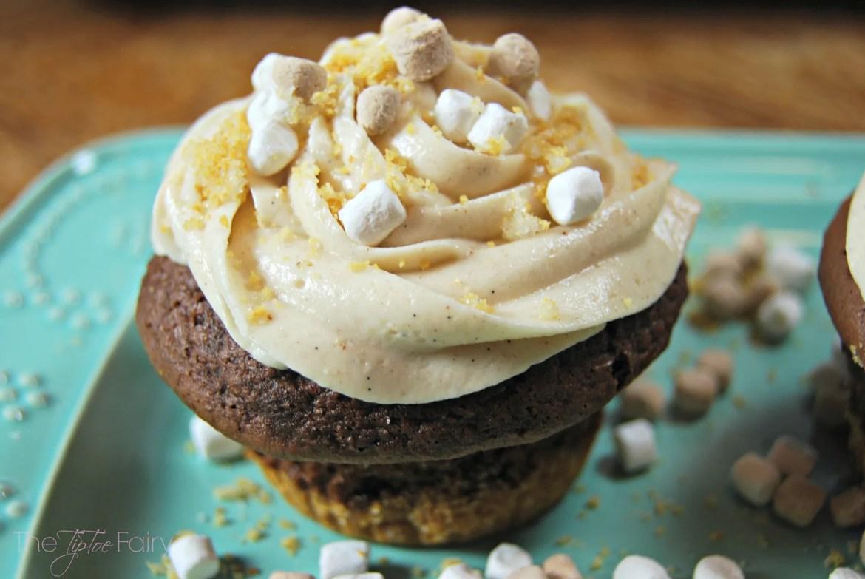 Smores Cupcakes | The TipToe Fairy #smores #cupcakes #smoresrecipes #cupcakerecipes