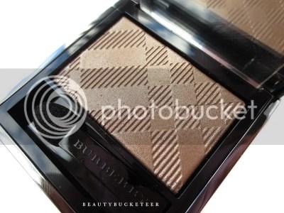 "Burberry Beauty Wet & Dry Silk Shadows No. 002 ""Nude""."